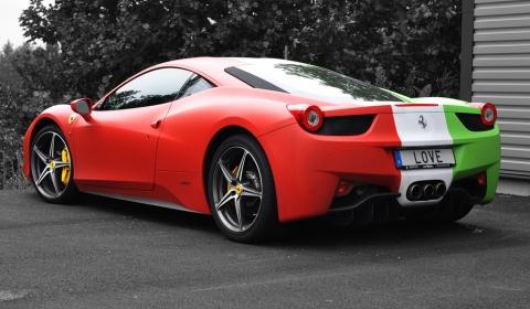 Overkill Ferrari 458 Italia With Italian Flag Wrap Gtspirit