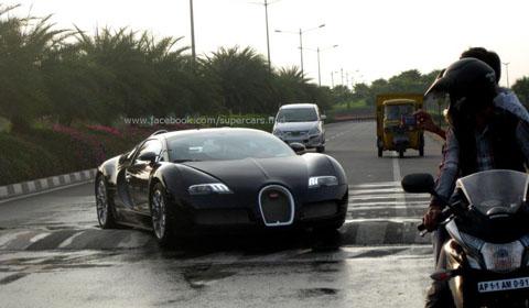 Bugatti Veyron vs Speed Bump