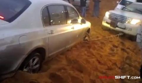 Video Bentley Continental Stuck in Desert Sand