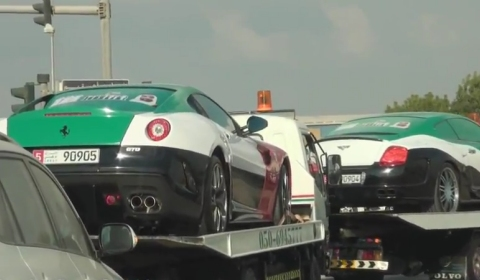Video Ferrari 599 GTO, Mansory G55 & Bentley GT in 40th UAE National Day Themed Wrap