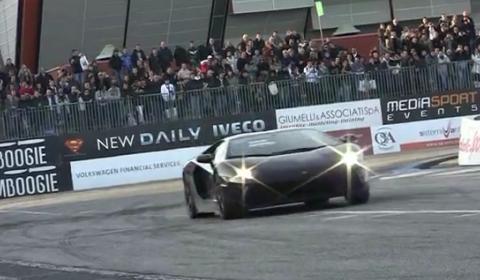 Video Lamborghini LP700-4 Aventador Shooting Flames During Live Show