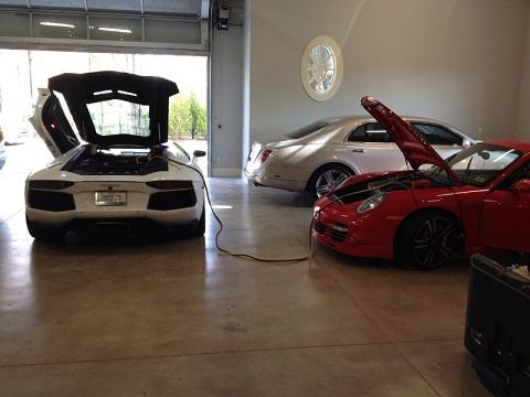 Lamborghini Aventador Jump Starts Porsche 911 Turbo