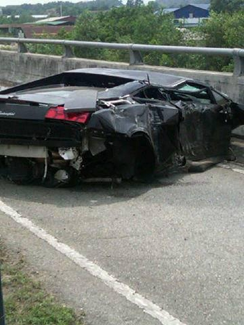 Car Crash Lamborghini Gallardo LP560-4 Wrecked in Subang Malaysia 02