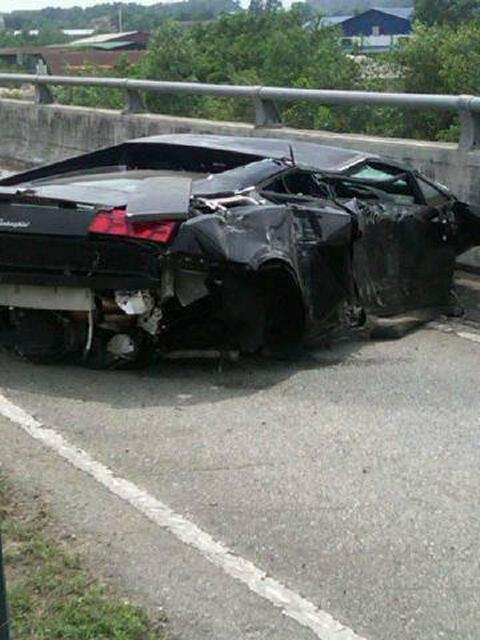 Car Crash Lamborghini Gallardo LP560-4 Wrecked in Subang Malaysia 02