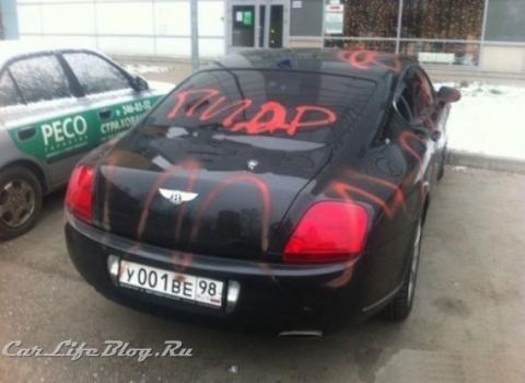 Vandals Paint Text on Bentley Continental in St. Petersburg 02