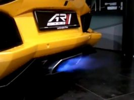Video Lamborghini Aventador LP700-4 Shooting Flames