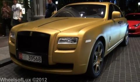 Video Matte Gold Rolls-Royce Ghost in Dubai