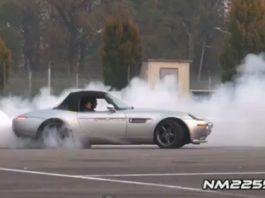 Video Modified BMW Z8 Burns Rubber