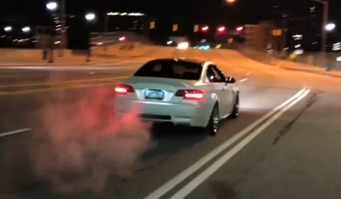 Video Widebody BMW M3 Drifts into Red Light
