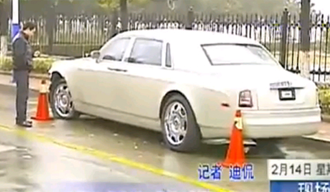 Car Crash Chinese Youngster Crashes into Parked Rolls-Royce Phantom
