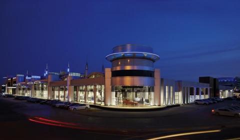 BMW's Largest Worldwide Dealership Opened in Abu Dhabi