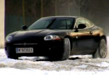 Video Jaguar XK Playing in the Snow
