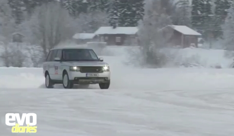 Video Range Rover Goes Drifting