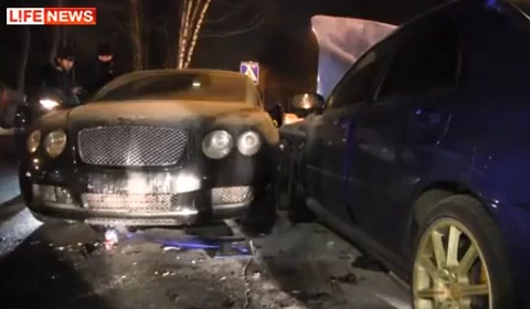 19-Year Old Wrecks Bentley Continental GT in Russia