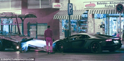 Cristiano Ronaldo's Lamborghini Towed Away After Breaking Down 01