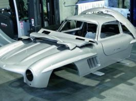 Mercedes-Benz Classic Destroys Replica Body of Mercedes-Benz 300 SL