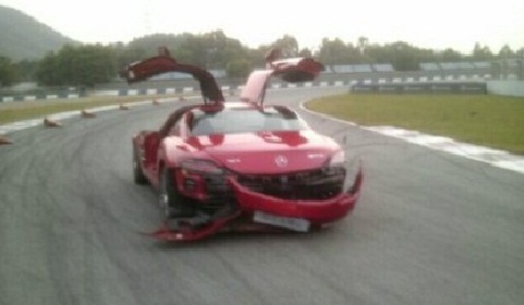 Wrecked Mercedes SLS AMG