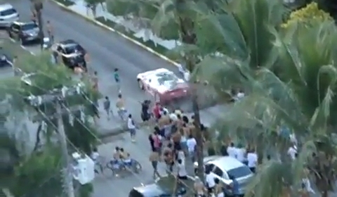 Video Ferrari F430 Spider Attacked by Protesters
