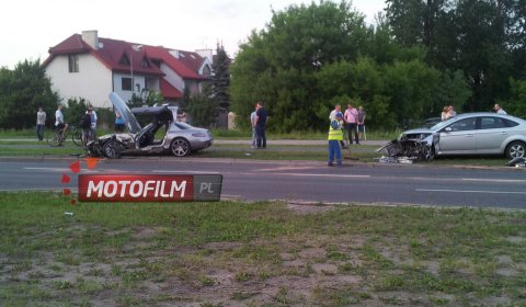 Car Crash Ford Mondeo Hits Mercedes-Benz SLS AMG in Warsaw Poland 01