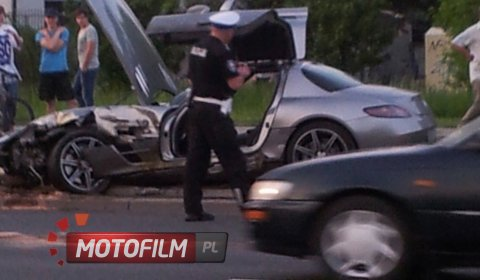 Car Crash Ford Mondeo Hits Mercedes-Benz SLS AMG in Warsaw Poland