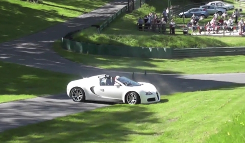 Video Bugatti Veyron Grand Sport Nearly Crashes After Spin