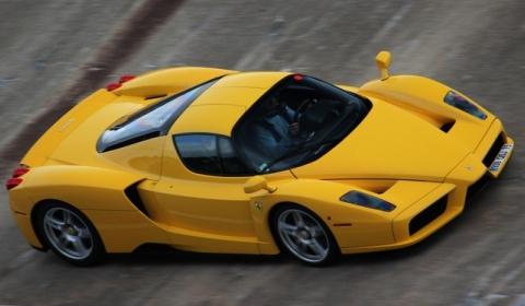 Video Two Ferrari Enzo on Montlhery's Racing Track