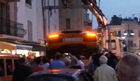 Lamborghini Aventador LP700-4 Gets Towed in St Tropez