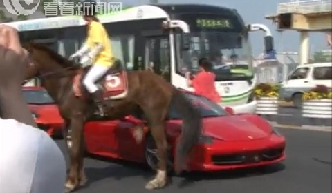 Video Horse Kicks Ferrari 458 Italia in Shanghai China