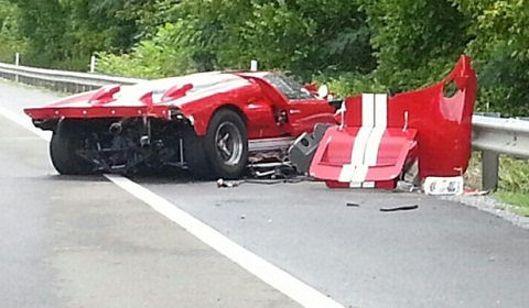 Ford GT MkII Replica Crashes in Tennessee