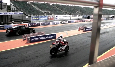 Video Porsche 911 GT2 RS vs Ducati 1199 Panigale Drag Race