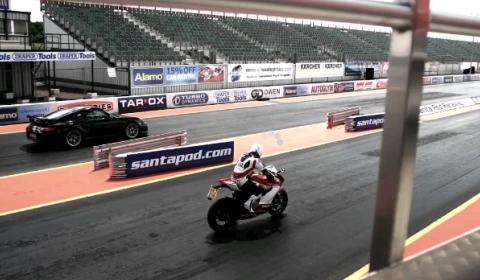 Video Porsche 911 GT2 RS vs Ducati 1199 Panigale Drag Race