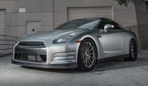 Project Nissan GT-R II by Vivid Racing