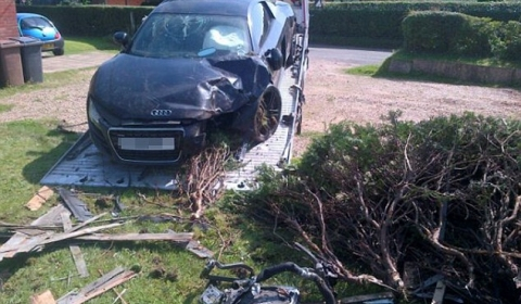 Car Crash Audi R8 with Special Plate Written Off in UK 01