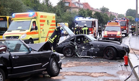 Wiesmann MF4 GT Wrecks into Mercedes-Benz 560SL