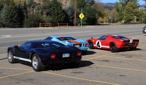 Video Two Ford GTs Chase Ford GT40 in Colorado