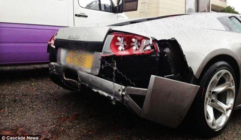 Car Crash Mechanic Wrecks a Lamborghini Murcielago LP640 01