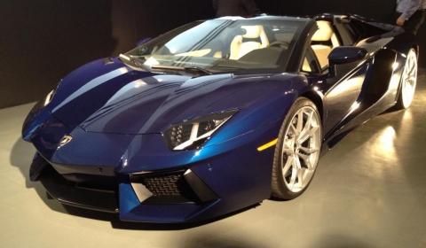Lamborghini on Private Release 2013 Lamborghini Aventador Roadster Shows Roof