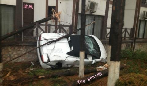 Car Crash Lamborghini Gallardo Wrecked in Test Drive  01