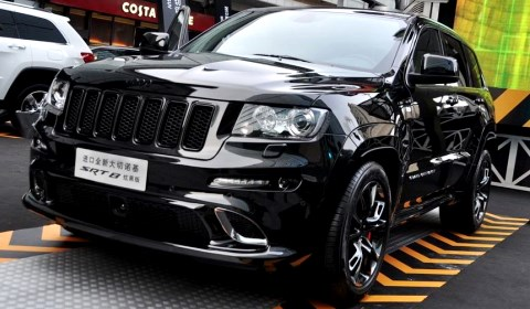 Jeep Grand Cherokee SRT8 Hyun Black Edition