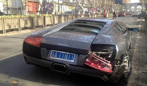 Wrecked Lamborghini Murcielago LP640