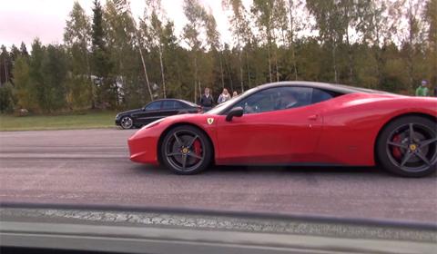 Video: Mercedes SLS AMG vs Ferrari 458 Italia