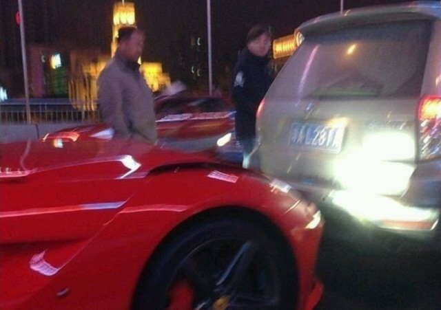 First Ferrari F12 Berlinetta Crash