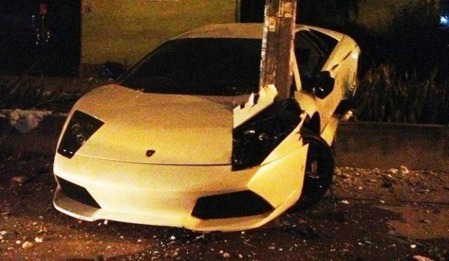 Car Crash Lamborghini Murcielago LP640 Loves Tree Hugging in Malaysia