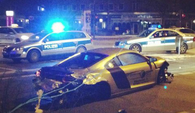 Car Crash: Arabian man Crashes Golden Audi R8