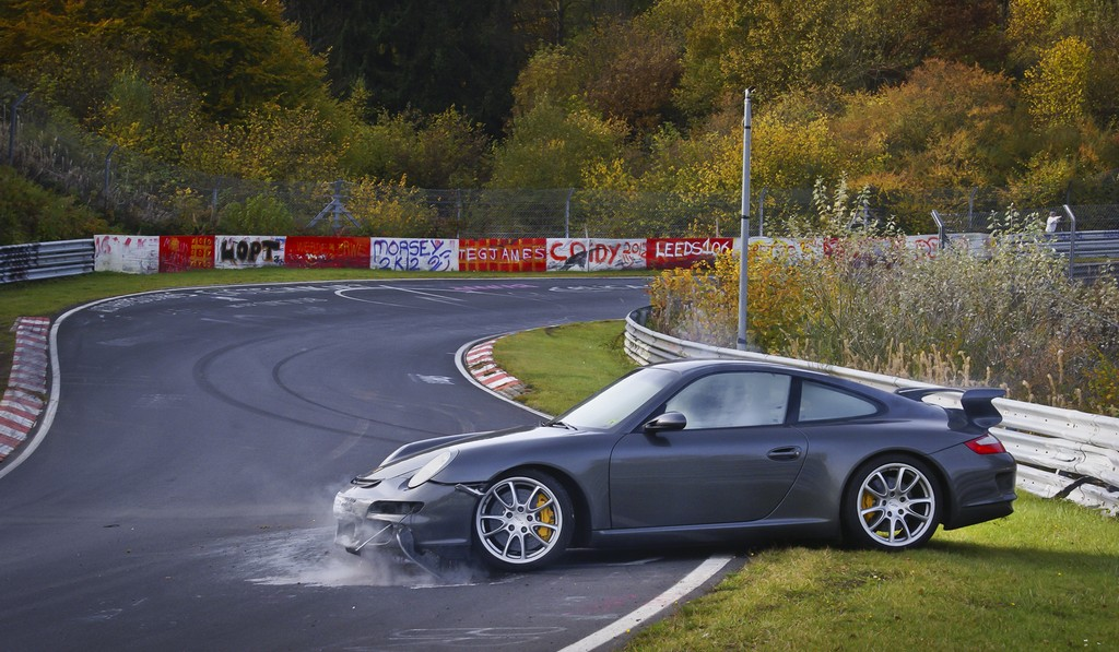 2007 Porsche 997 911 GT3 Crashes on Nordschleife