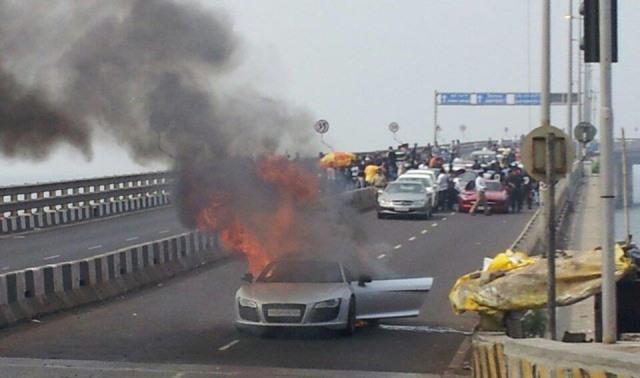 Audi R8 Catches Fire