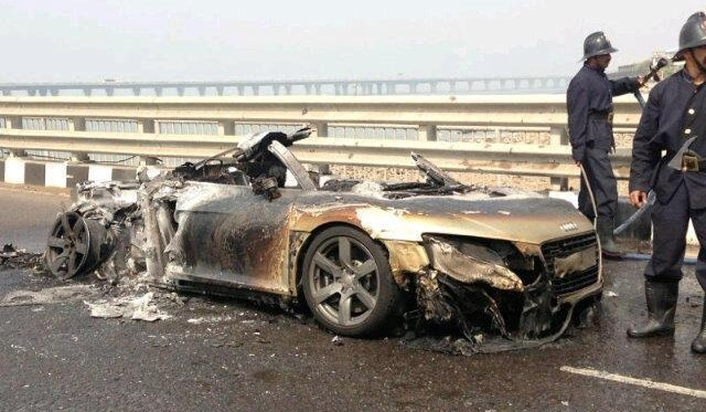 Audi R8 Burns into Ashes at Parx Supercar Rally Mumbai
