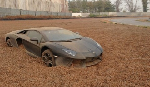 Lamborghini Aventador in a Gravel Trap