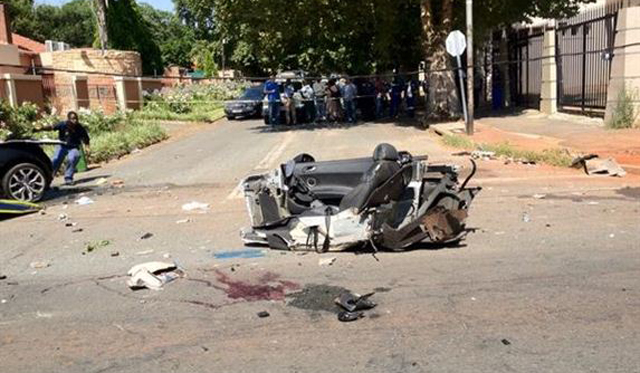 Car Crash: Audi R8 Spyder Crashes in Johannessburg
