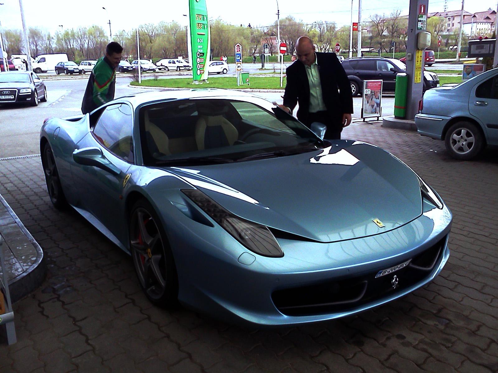 video blue ferrari 458 italia spotted in romania - Ferrari 458 Italia Blue